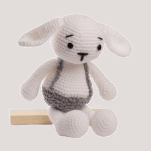 Iepurașul Dinu alb jucărie croșetată manual