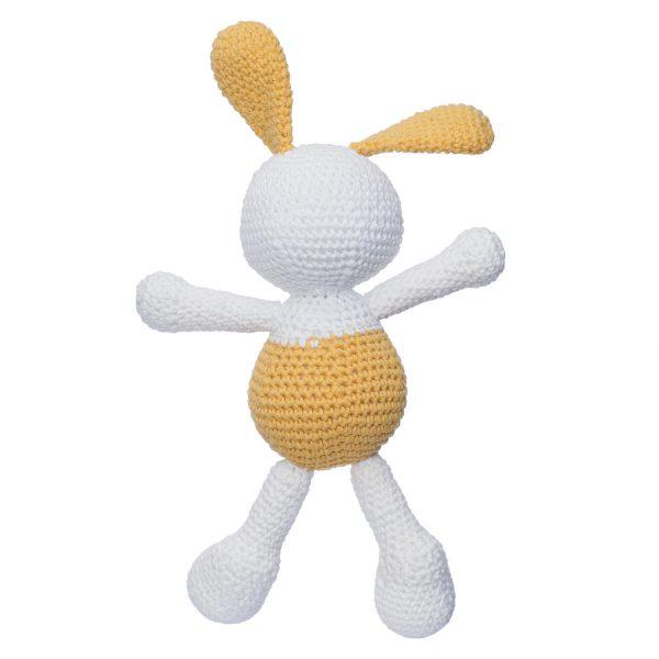 Iepurasul Dinu, culoare galben, este o jucărie croșetată manual